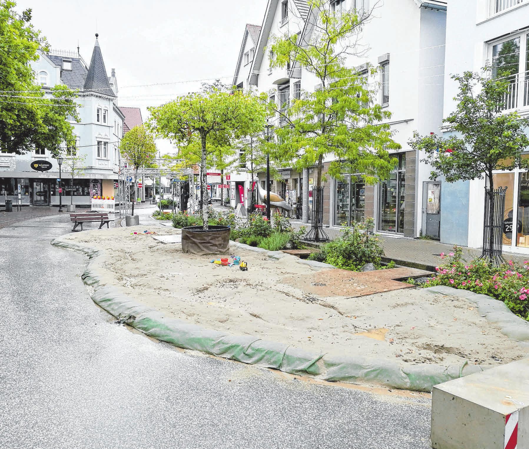 Bei über 20 Grad und Sonne am Langen Einkaufsabend werden der Strandsommer am Stadtbach (Foto) und der Stadtstrand beim Luegebrunnen die Top Locations vieler Kinder sein.