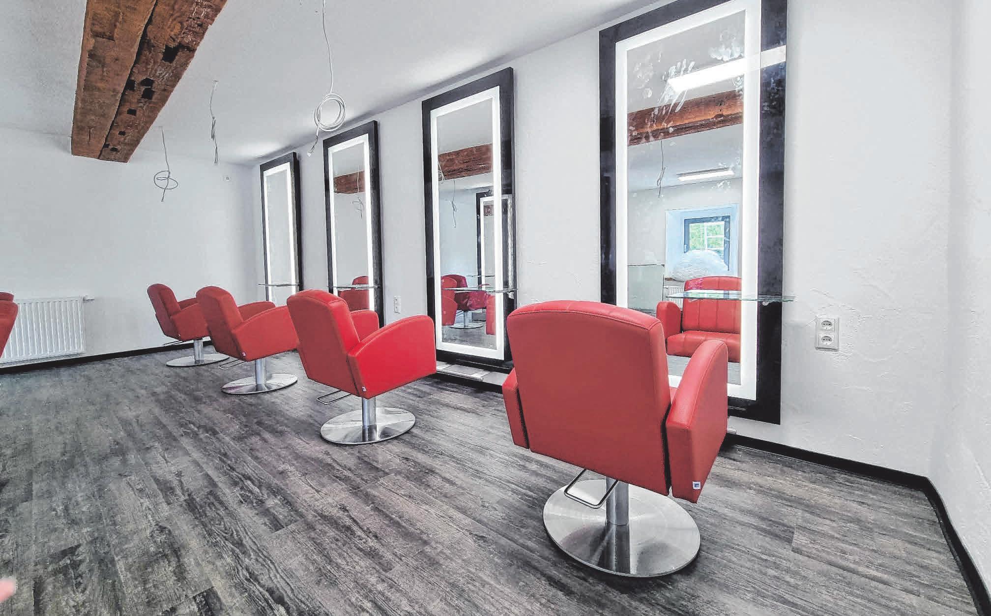 """Blick in den """"Roten Salon"""", der ebenfalls im Erdgeschoss zu finden ist. FOTOS: PR"""