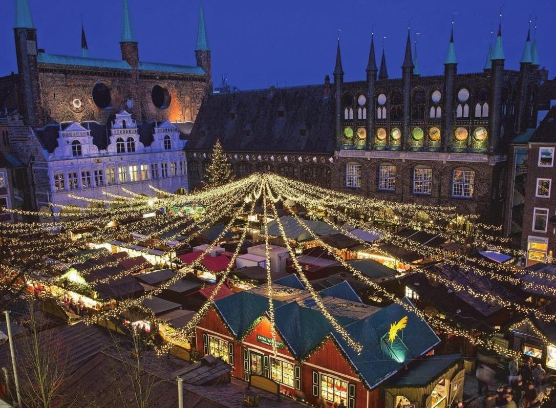 Die Lübecker Altstadt präsentiert sich in diesen Wochen als bezaubernde Weihnachtsstadt. Foto: LTM/Olaf Malzahn