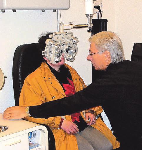 Mit dem Phoropter messen Augenärzte und -optiker die Sehstärke.