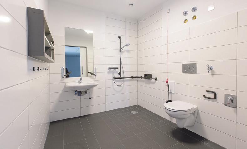 Sowohl die Appartements als auch die Einzelzimmer sind mit barrierefreien Badezimmern ausgestattet.