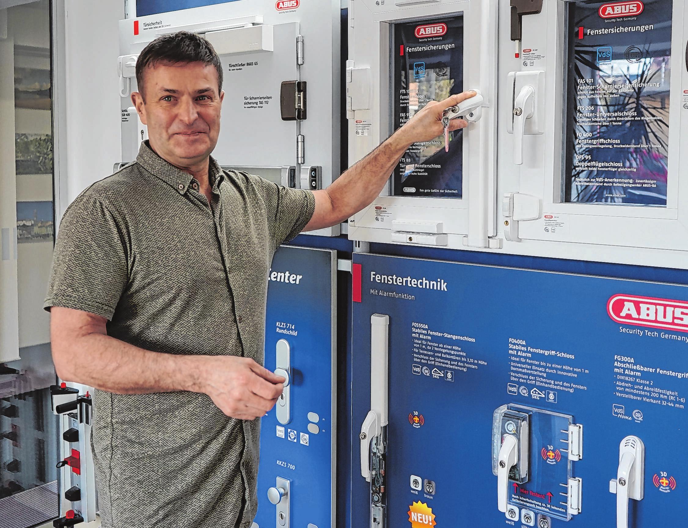 Bert Menge bietet individuelle Lösungen für den Einbruchschutz. Alle Produkte sind geprüft und zertifiziert. Bei der Beratung zu Hause erhalten die Kunden Hinweise auf Schwachstellen bei Fenstern und Türen.