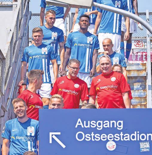 Mal was anderes: Das Mannschaftsfoto entstand in diesem Jahr auf einem Rostocker S-Bahnhof in Stadionnähe. Foto: Frank Söllner