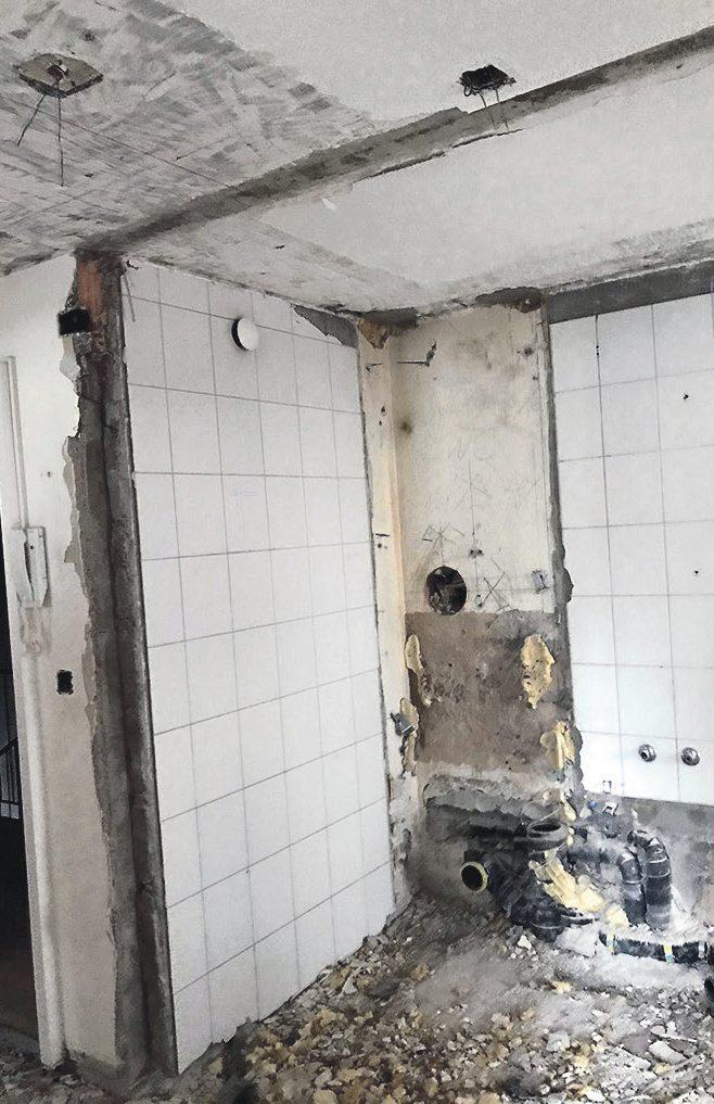 Ausgebrochene Wände und Badrückbau