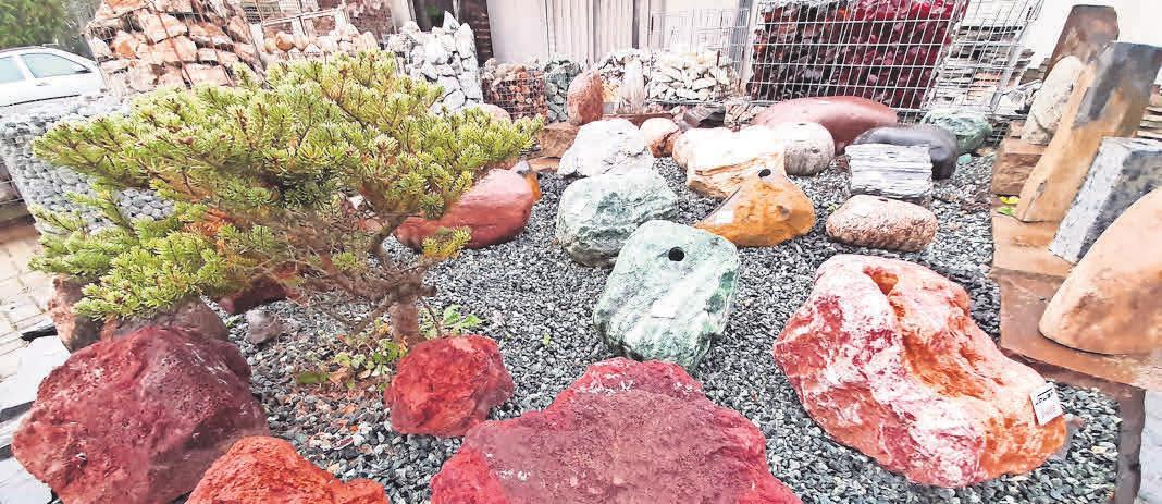 Zier- und Quellsteine gibt es in vielen Farben und Formen.
