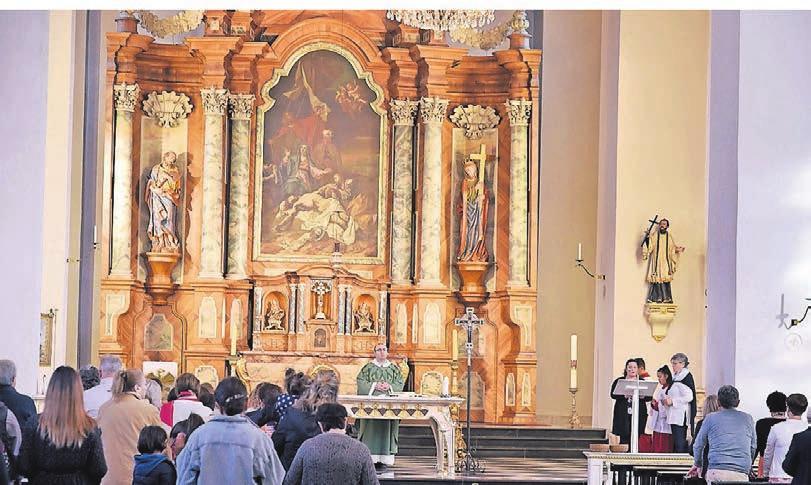 Don Angelo Ragosta zelebriert in der Laurentiuskirche eine Messe mit der italienischen Gemeinde.