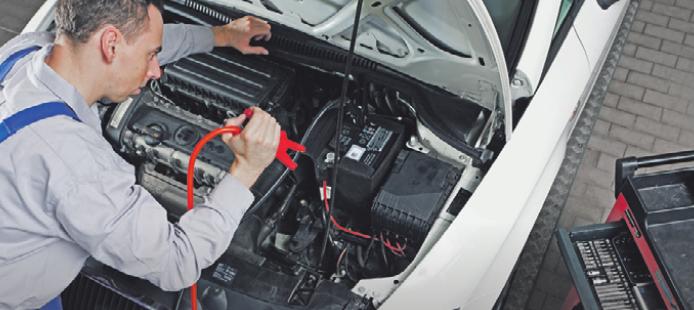 Hoch-Zeit für Batterien: Wer im Winter mobil bleiben möchte, lässt den Lade- und Säurezustand des Akkus in der Werkstatt testen.Foto: ProMotor/Timo Volz