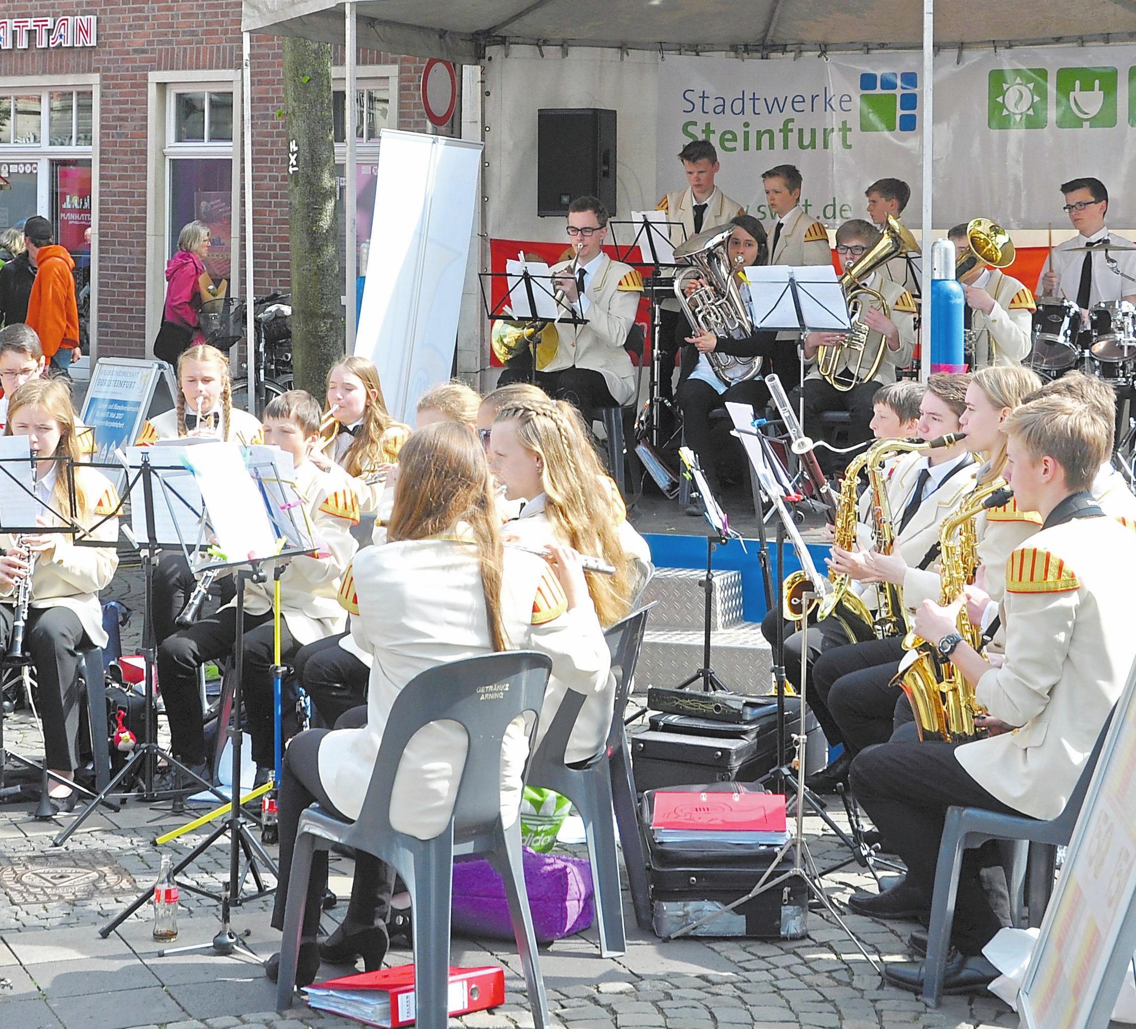 Verschiedene Bands und Blasorchester begleiten den Markt an beiden Tagen musikalisch. Foto: Bernd Schäfer