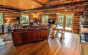 Naturmaterialien im Eigenheim liegen im Trend.         FOTO: PIXABAY