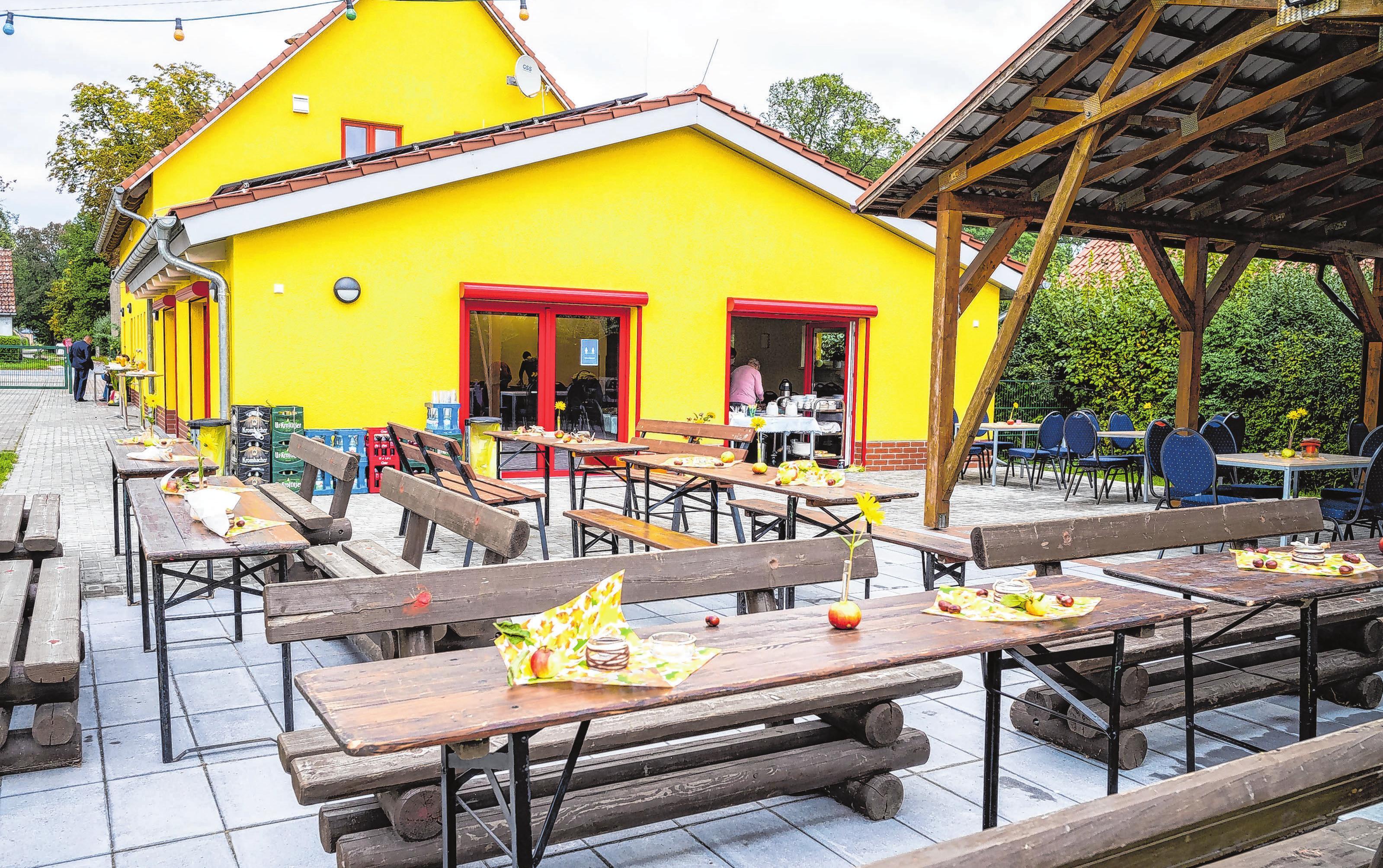 <div><br></div> <div>Bei schönem Wetter bietet auch die Freifläche draußen reichlich Platz für Gäste.</div>