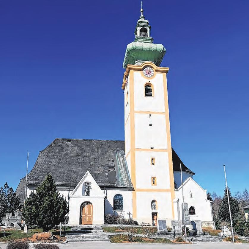 Die katholische Pfarrkirche war ursprünglich eine gotische Kirche mit Dachreiter. Der Glockenturm im südlichen Chorwinkel wurde zur Barockzeit errichtet. 1685 würde südseitig eine Seitenkapelle angebaut. Foto: Willi Litzlbauer