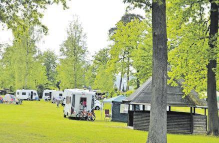 08 Blick auf den Campingplatz Mittelhof in Wissen. Auch hier findet man sich mitten in der Natur wieder.