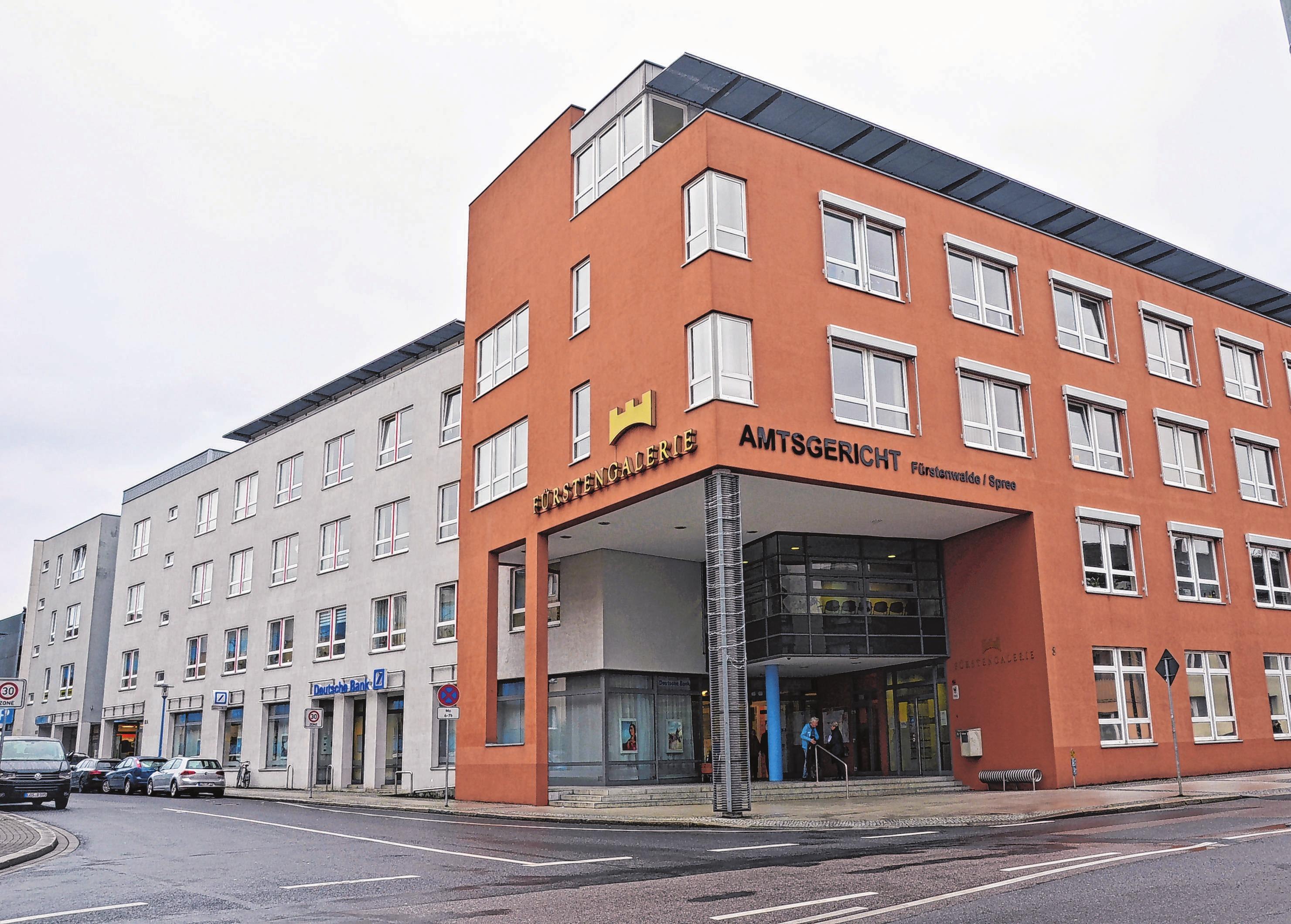 Die Fürstengalerie in der Rheinheimer Straße 18 ist ein modernes, attraktives Shoppingcenter mit ca. 2200 Quadratmeter Verkaufsfläche sowie weiteren Einkaufs- und Dienstleistungsangeboten und auch Wohnungen. Seit dem Herbst letzten Jahres liegt das Management in Händen von Kathrin Kelling, Assistentin der Geschäftsführung bei der WoWi GmbH.