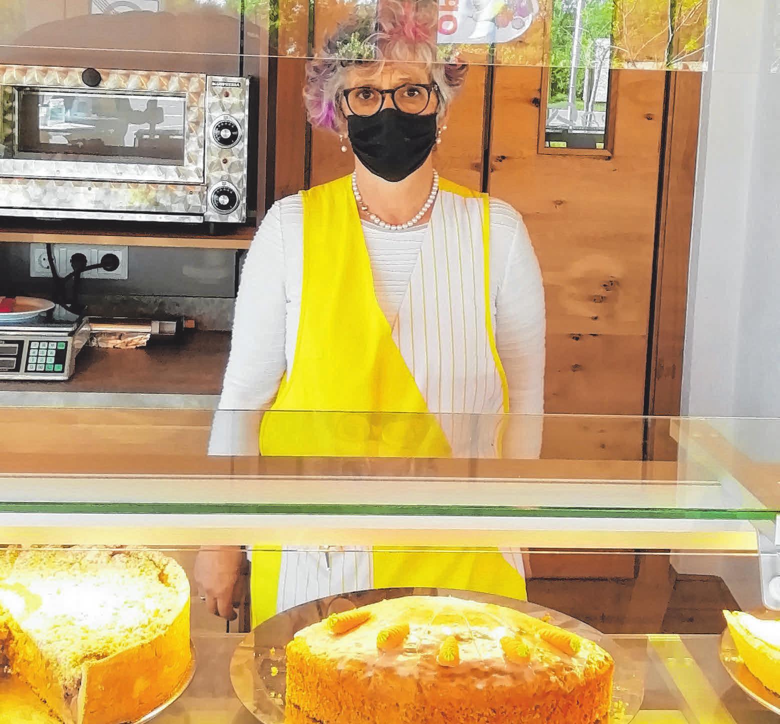 Auch Kuchen gibt es täglich frisch FOTOS: DIANA SCHULTE