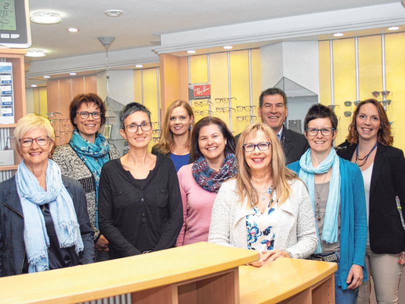 Das Team von Böhler Brillenmode & Kontaktlinsen mit Augenoptikermeisterin Birgit Buchter berät seine Kunden gerne. FOTO: BÖHLER