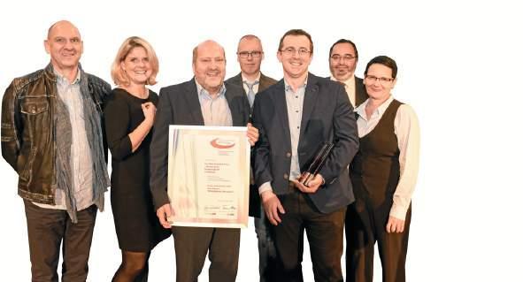Mitarbeiter von Kühne nahmen den Preis 2018 entgegen.FOTO: LAGESO BERLIN/ SANDRA RITSCHEL (2)