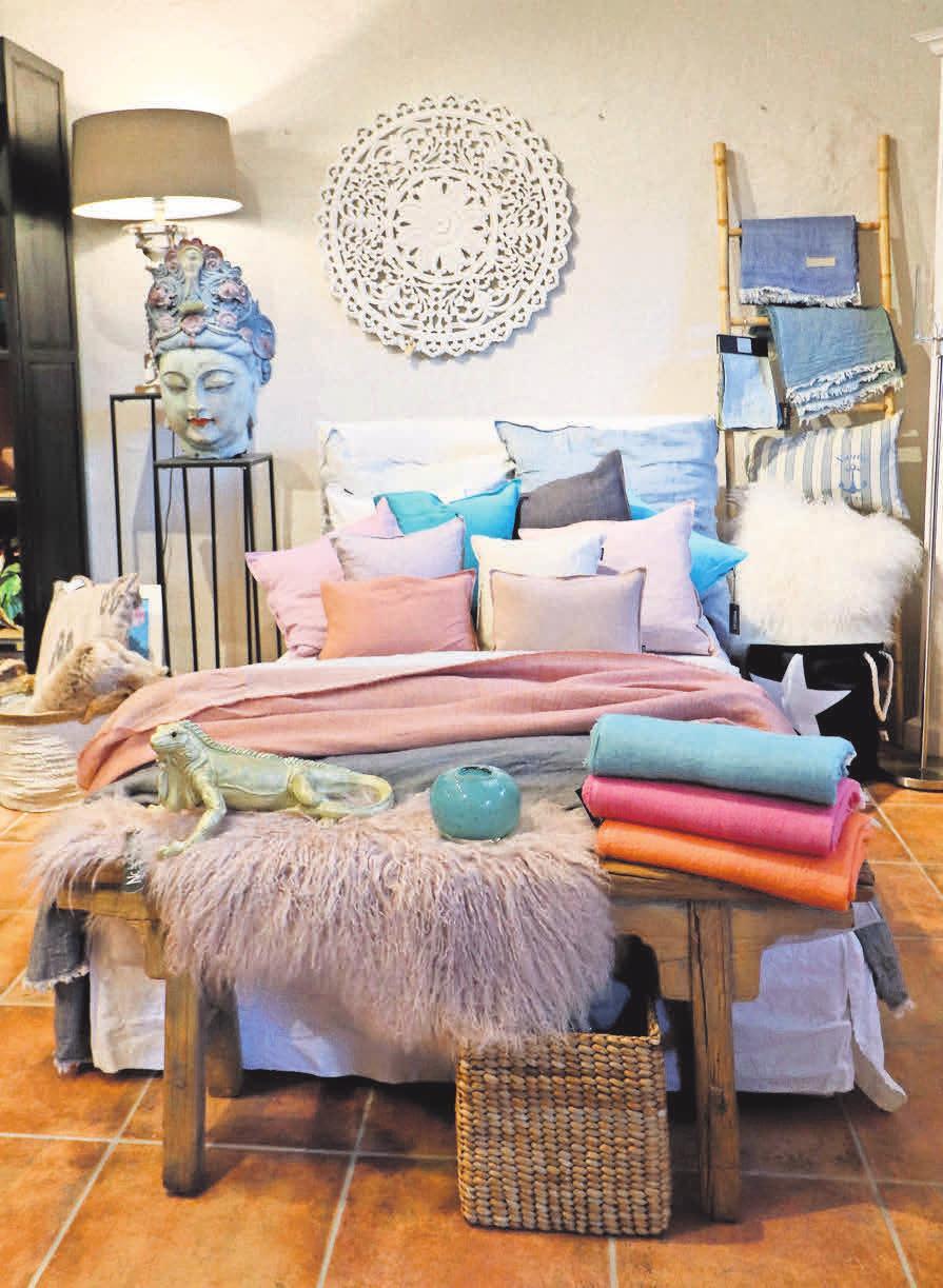 Sorbettöne fürs Bett – bei Home & Garden gibt es aufeinander abgestimmte Accessoires fürs Schlafzimmer aus edlem Leinen