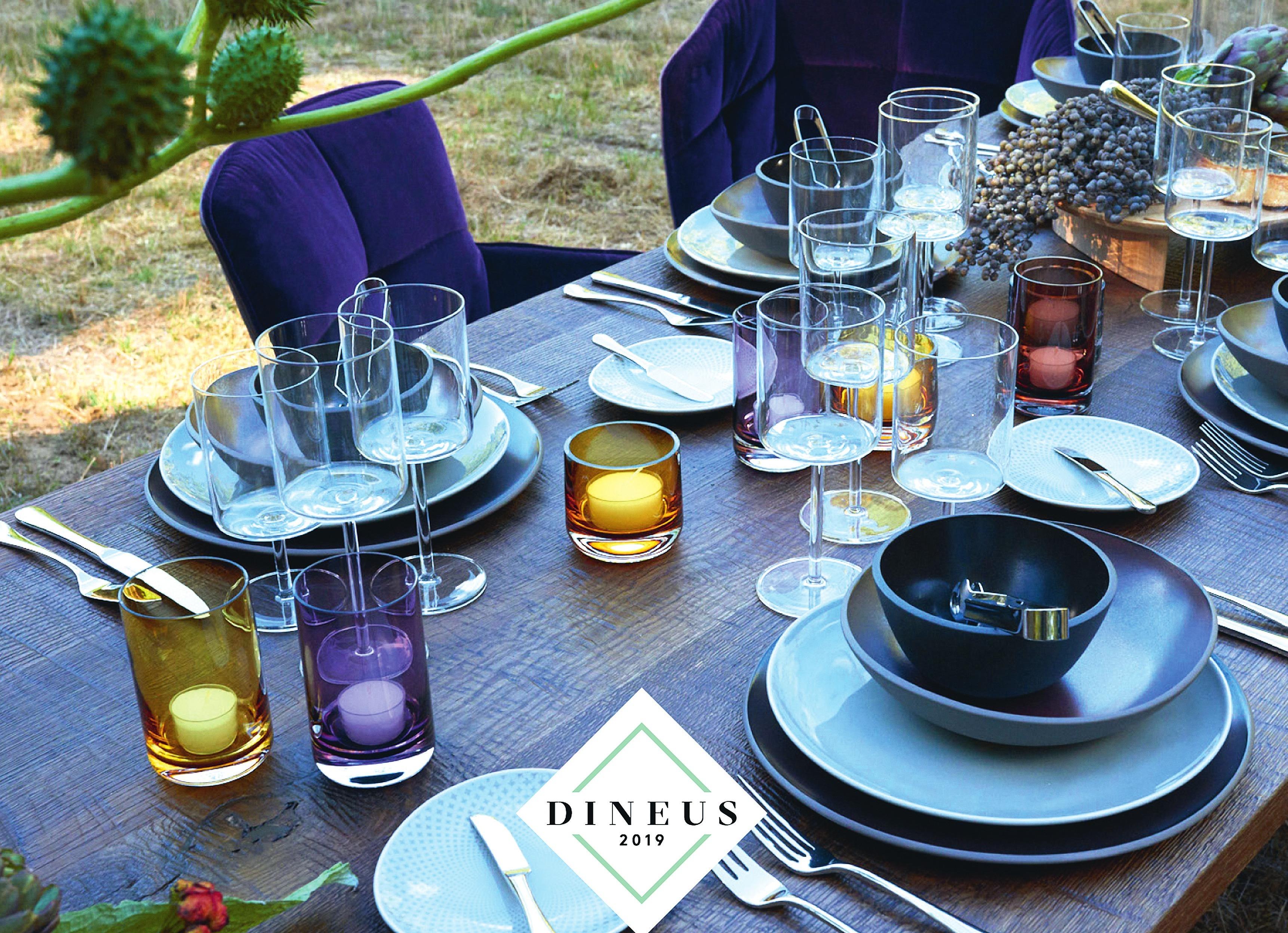 """Jahrbuch """"DINEUS Grand Prix Table - ware"""" (Callwey)."""