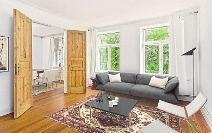 Vorher – nachher: Die Möbel wurden nachträglich am Computer ins Foto eingefügt.