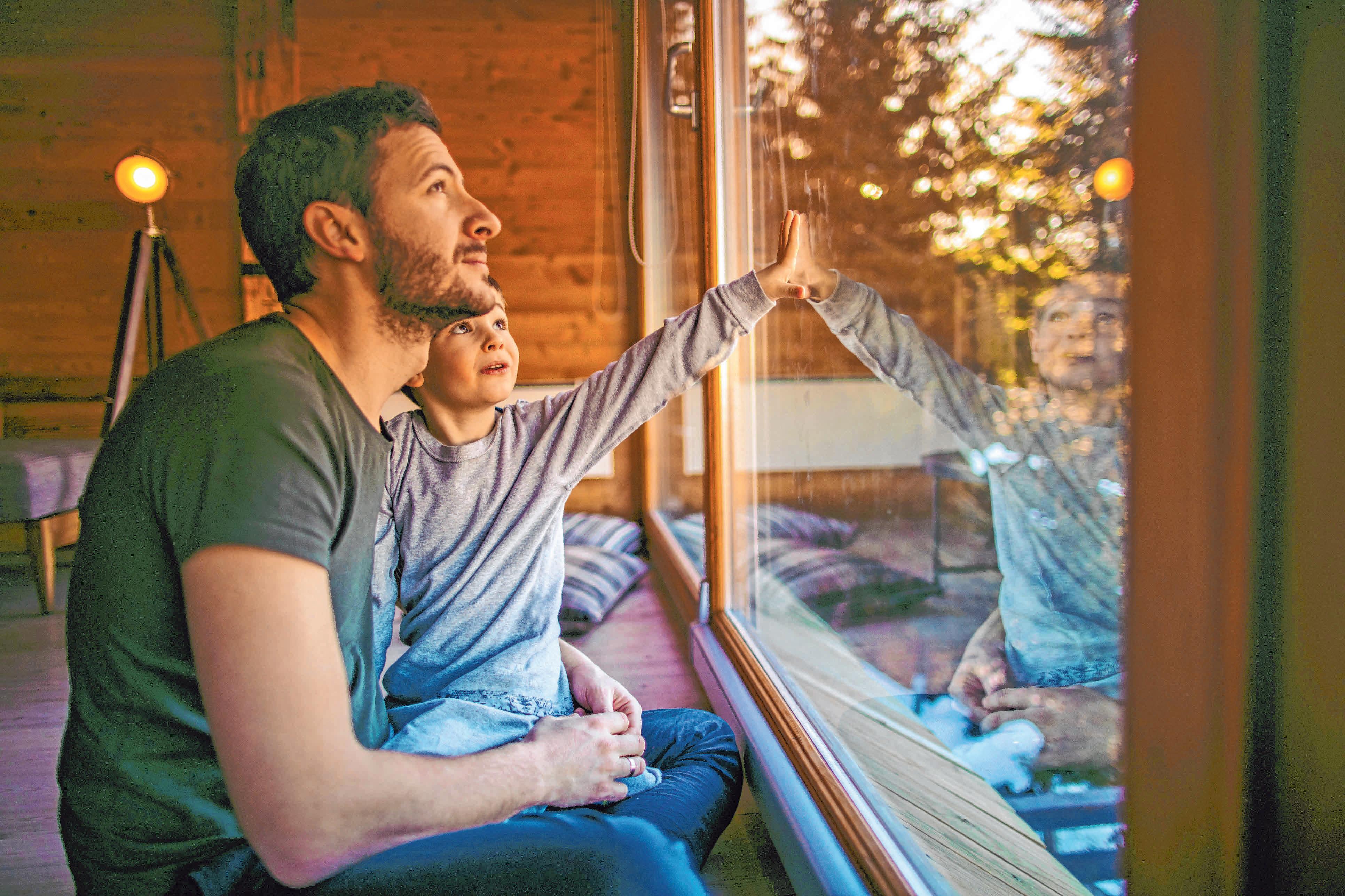 Kuschelig warm ist es in der kalten Jahreszeit nur dann, wenn Fenster- und Türdichtungen nicht durchlässig sind. FOTO: OH