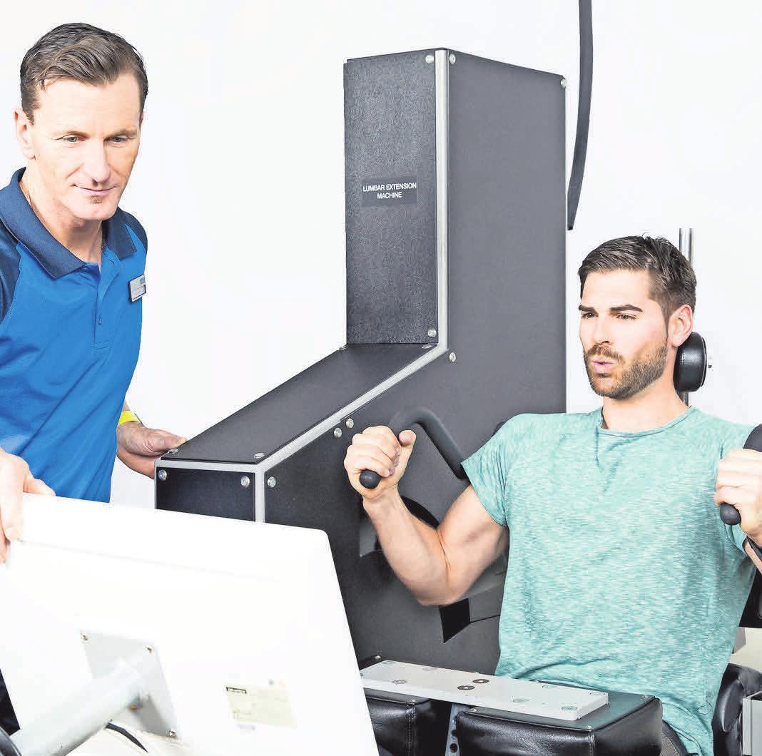 Kieser Training ist Spezialist für gesundheitsorientiertes Krafttraining. An speziellen Maschinen werden alle Muskelgruppen trainiert. Schwerpunkt des Trainings ist die Beseitigung von Rücken-, Nacken- und Kniebeschwerden. An der LE wird der tiefliegende Rückenstrecker trainiert. Dieser Muskel wird im Alltag überhaupt nicht mehr beansprucht und verkümmert. Die Folge: Rückenschmerzen. Foto: Kieser