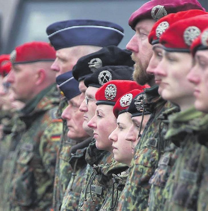 Vertreter der Bundeswehr informieren über die zivilen Laufbahnen. Symbolfoto: Bundeswehr