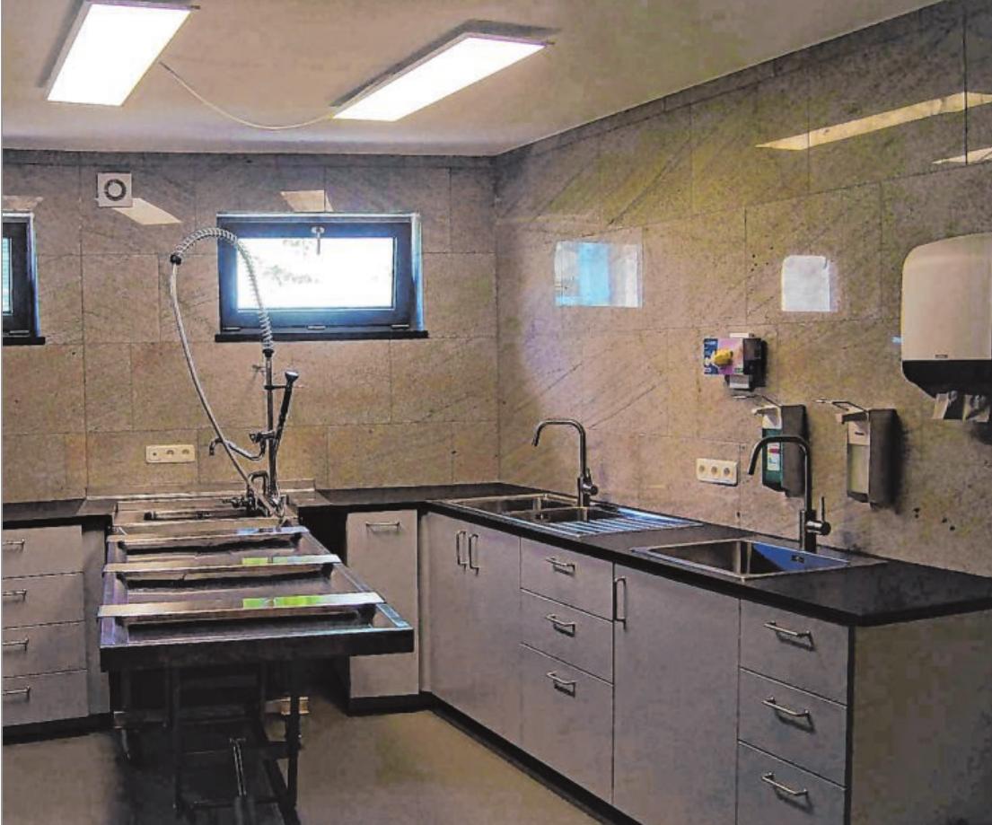 Der Versorgungsraum erfüllt alle hygienischen Bedingungen, um einen Verstorbenen für die Bestattung und den Abschied von den Angehörigen noch einmal herzurichten.