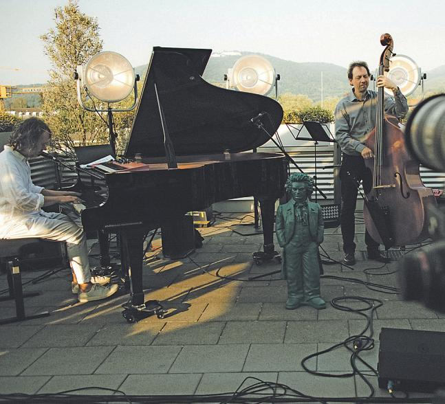 Musik per Livestream vom Dach eines Bonner Hotels Bild: Frederic Hafner