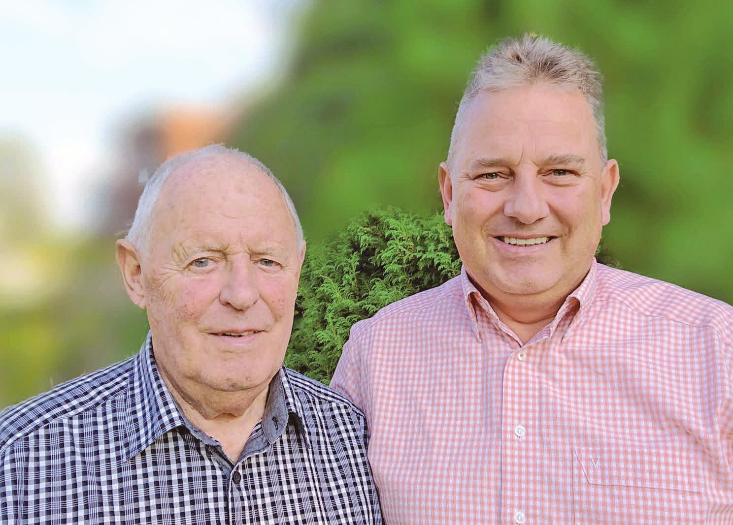 Generationenübergreifend: Jürgen Schiffelholz (links) legte 1969 den Grundstein für das Versicherungsbüro, das sein Sohn Stefan Schiffelholz ausbaute. Foto: privat