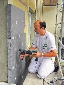 Die Fassadendämmung ist eine der wichtigsten Maßnahmen, um im Altbau die Energiekosten zu senken. FOTOS: DJD/FACHVERBAND WÄRMEDÄMM-VERBUNDSYSTEME E.V.