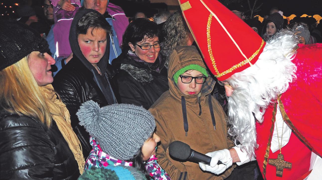 Der Nikolaus hat auf dem Nikolausmarkt für jedes Kind eine Überraschung dabei.