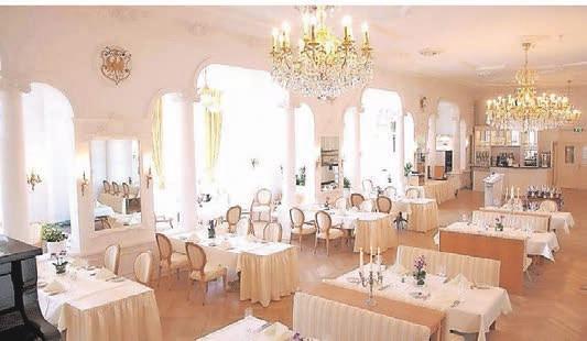 """Der """"Weiße Saal"""" ist ein exquisites Restaurant."""