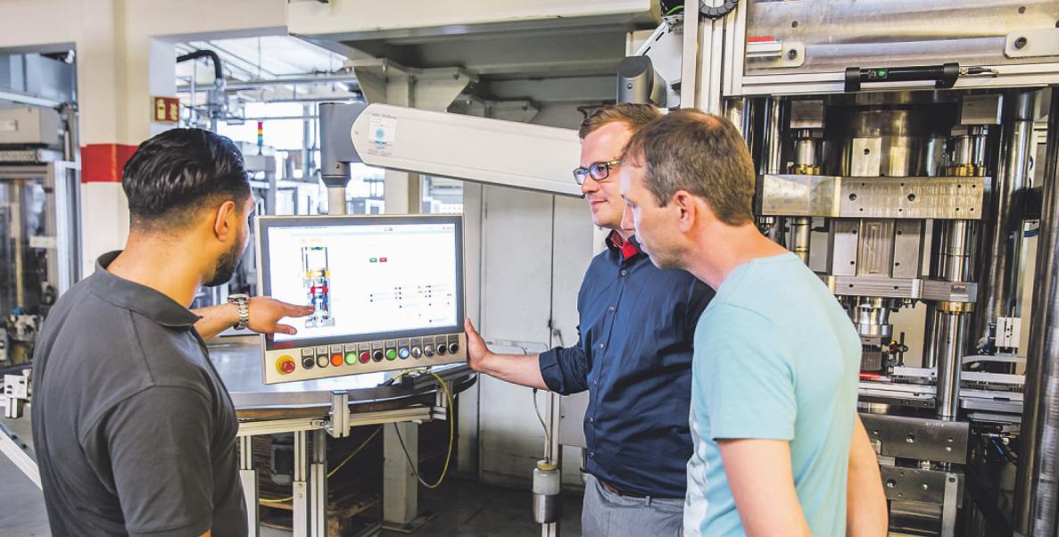 Die Weiterbildung zum Industriemeister eröffnet zahlreiche Möglichkeiten Bild: ZVG