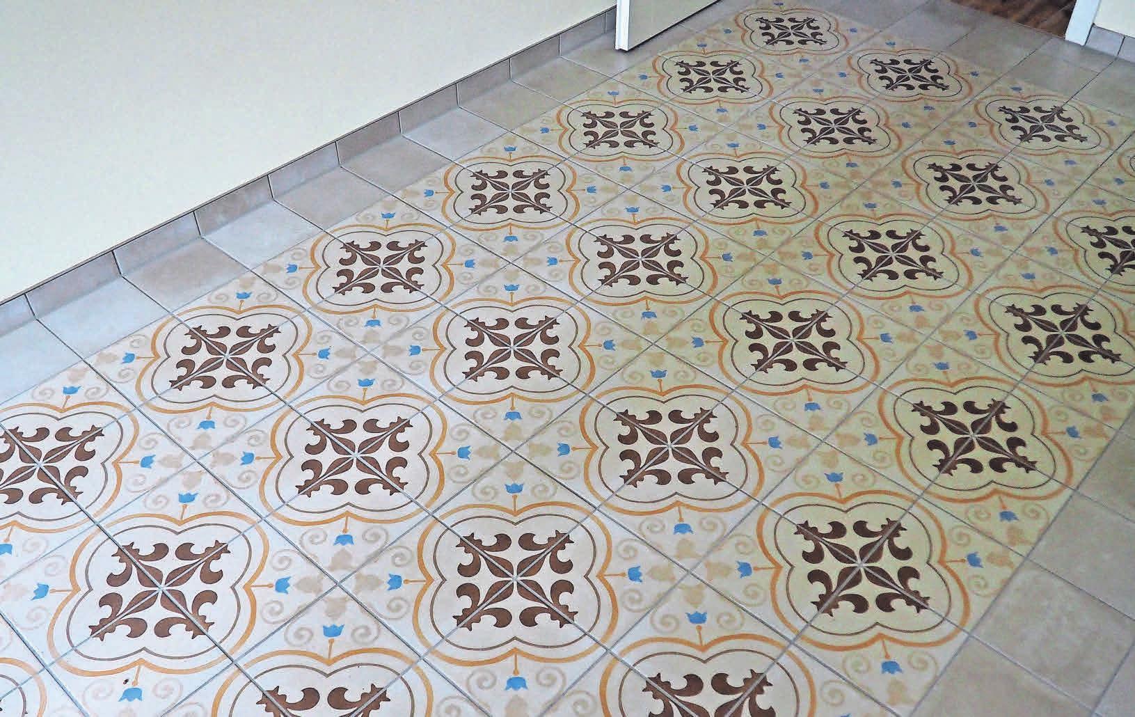Der Fliesenboden mit Ornamenten verleiht den neuen Wohnungen einen historischen Touch.