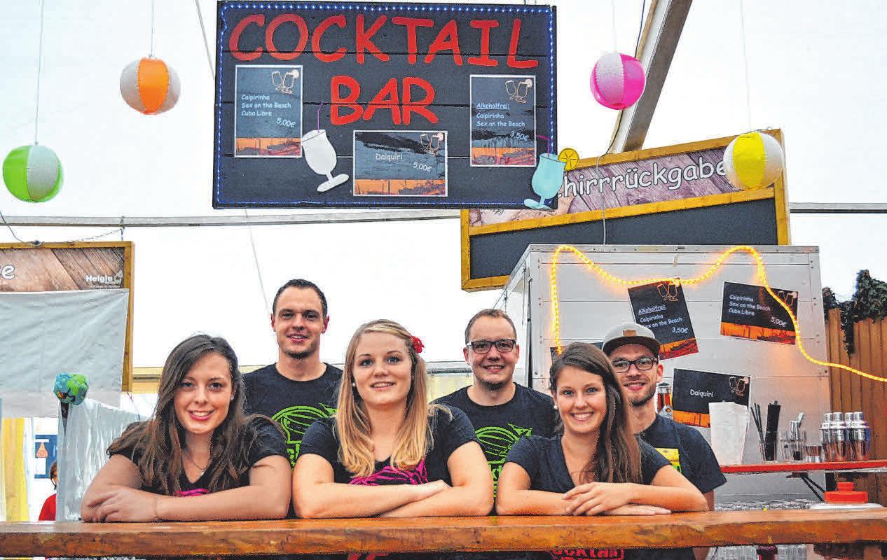 Dies ist das Team der Cocktailbar, macht jedem seinen Cocktail klar!