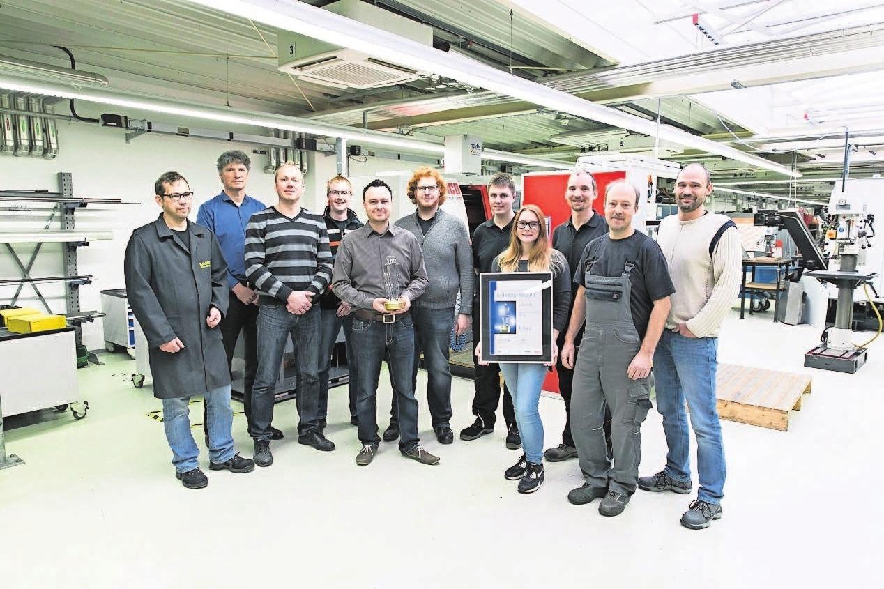 Das Kaeser-Ausbilder-Team (nicht alle im Bild) freute sich über die Auszeichnung zum besten Ausbildungs- Unternehmen in Deutschland.