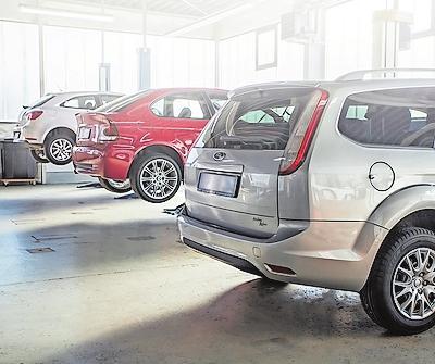 Im Mehrmarkenbetrieb Autohaus Lochner werden auch Wohnmobile und Caravans durchgecheckt. FOTO: LOCHNER/FREI