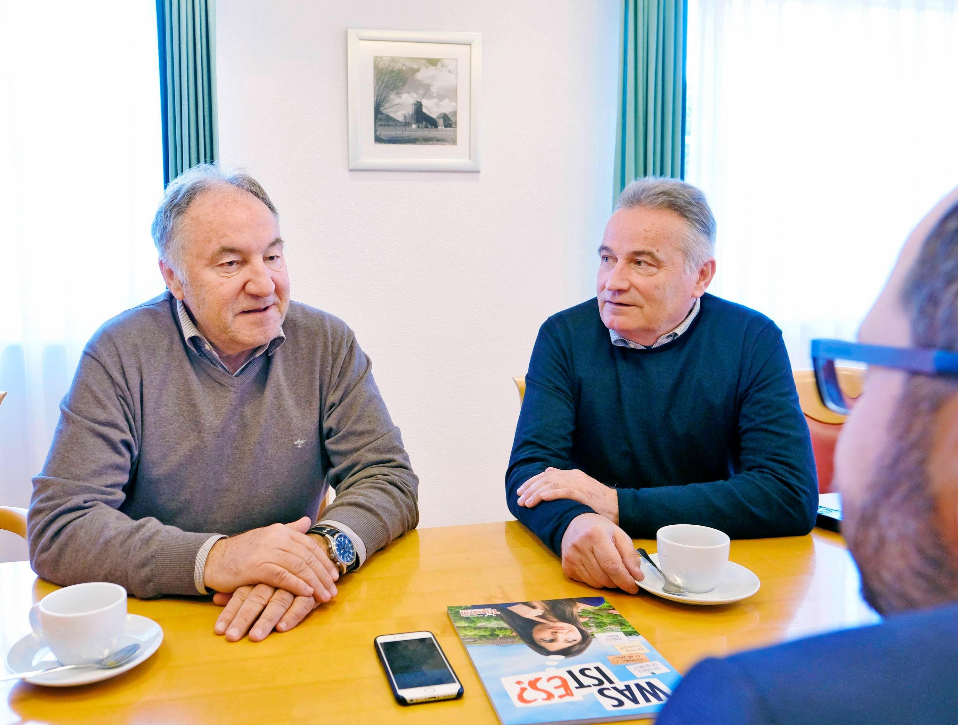 Die beiden Geschäftsführer Helmut Fischer (links) und Roland Fischer im Gespräch mit Alexander Schnell aus der Stimme-Chefredaktion.