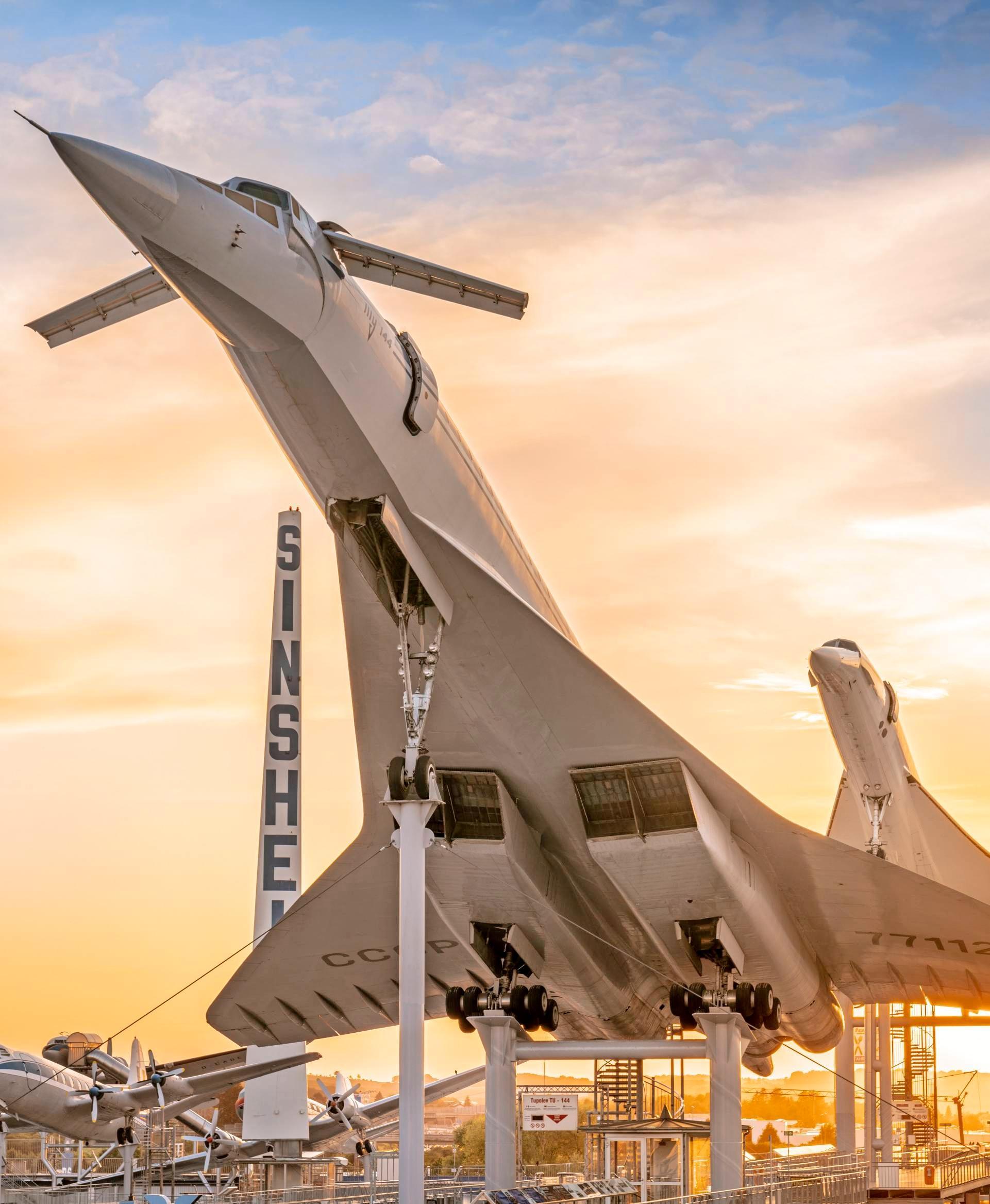 Die Überschallflugzeuge sind Wahrzeichen des Technik-Museums.