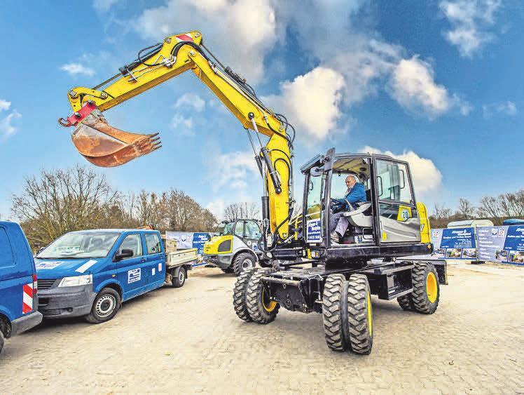 Der Firmenfuhrpark umfasst Arbeitsgeräte für jeden Einsatz auf den Baustellen.
