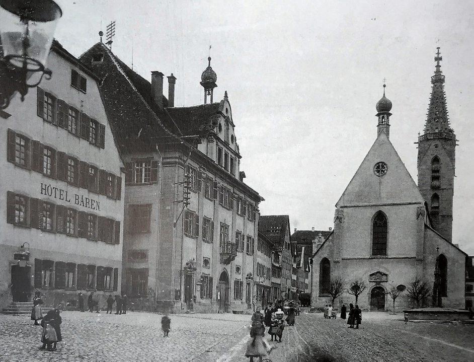 """Am 25. April 1869 wurde die """"Vorschuß- und Creditbank Rottenburg a. N."""" gegründet – das erste Kapitel einer 150-jährigen Erfolgsgeschichte. 1928 bezog die Gewerbebank Rottenburg erstmals ein eigenes Gebäude neben dem Doman der Ecke Schulergasse."""