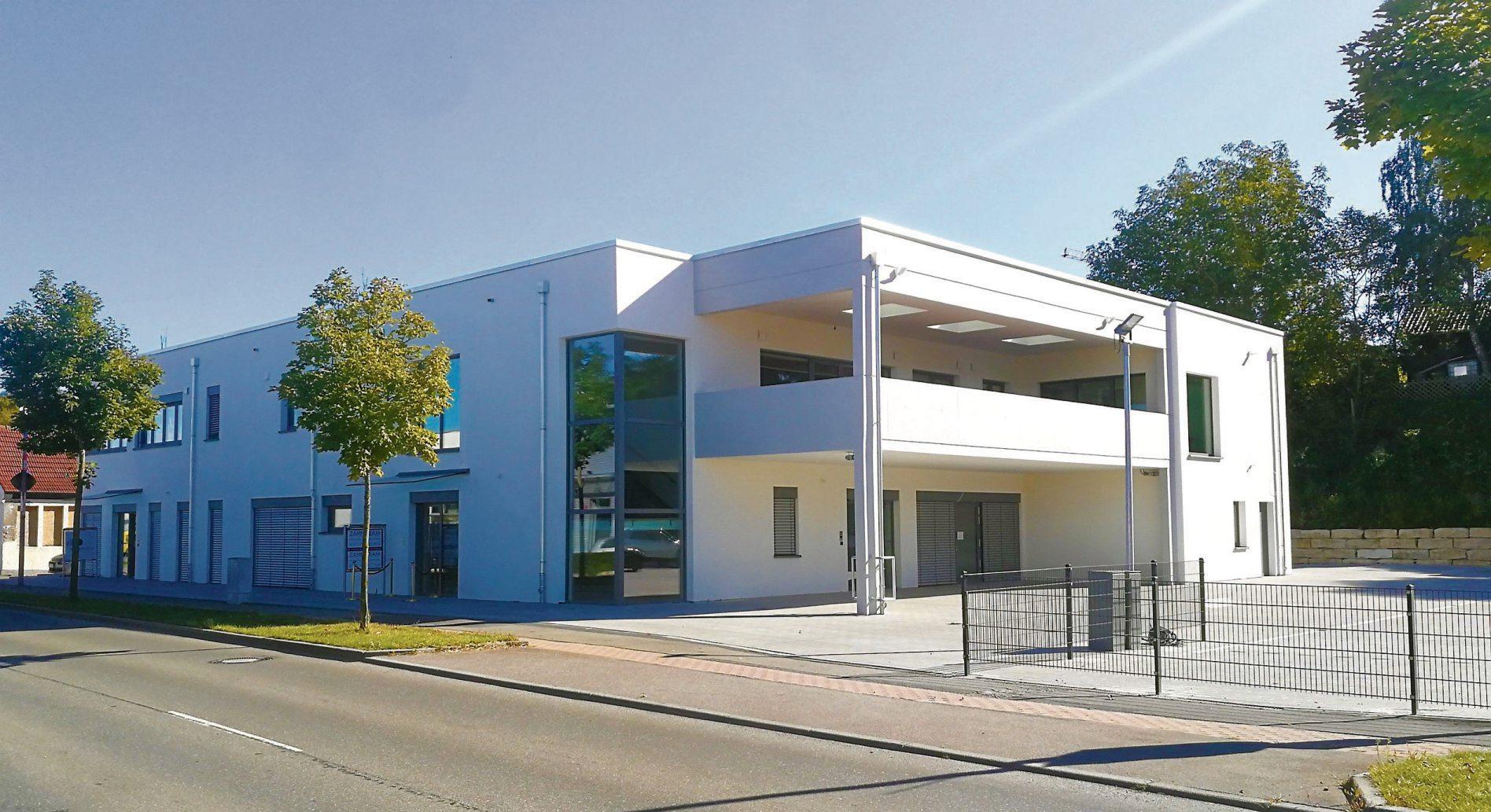 In der Tübinger Straße 56 in Rottenburg bietet der Praxisneubau auf zwei Ebenen mit jeweils 600 Quadratmetern Fläche beste räumliche Voraussetzungen für zwei moderne Praxen.