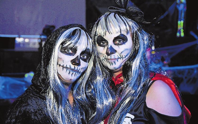 Anregungen für die passende Halloween-Verkleidung gibt's auch online unter www.halloweenwaldsee.de. FOTOS (2): KRAUS
