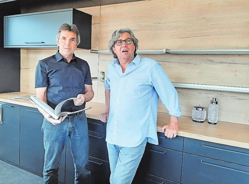 Familiäre Verstärkung: Herbert Häckel (rechts) steigt als Mitinhaber in das Küchenstudio seines Bruders Karl ein. FOTO: BRÄUNLING