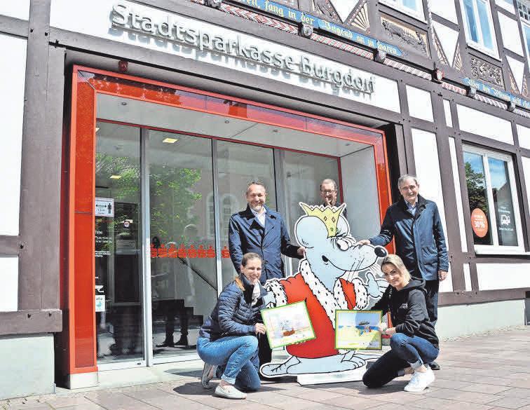 Der wohl bekannteste deutsche Cartoonist Uli Stein hat mit seinen humorvollen Zeichnungen immer für gute Laune gesorgt. In Burgdorf hängen die Bilder am Sonntag in rund 30 Geschäften und Museen.