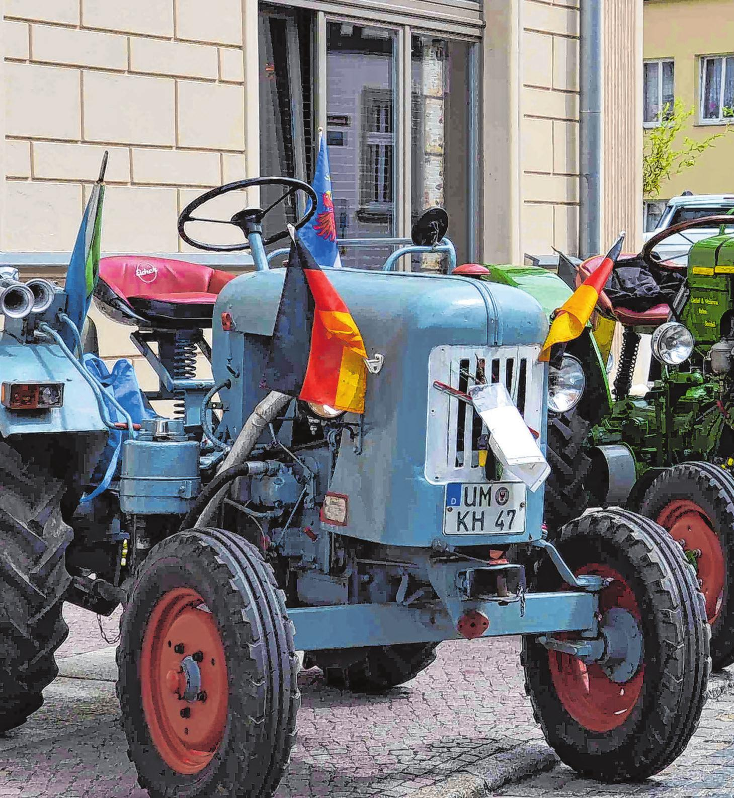 Traktormeile in der Stadt: Wer die Freiluftgalerie der Maschinen verstärken will, ist eingeladen, mit seinem Gefährt spontan zu halten. Foto: Stadt Angermünde