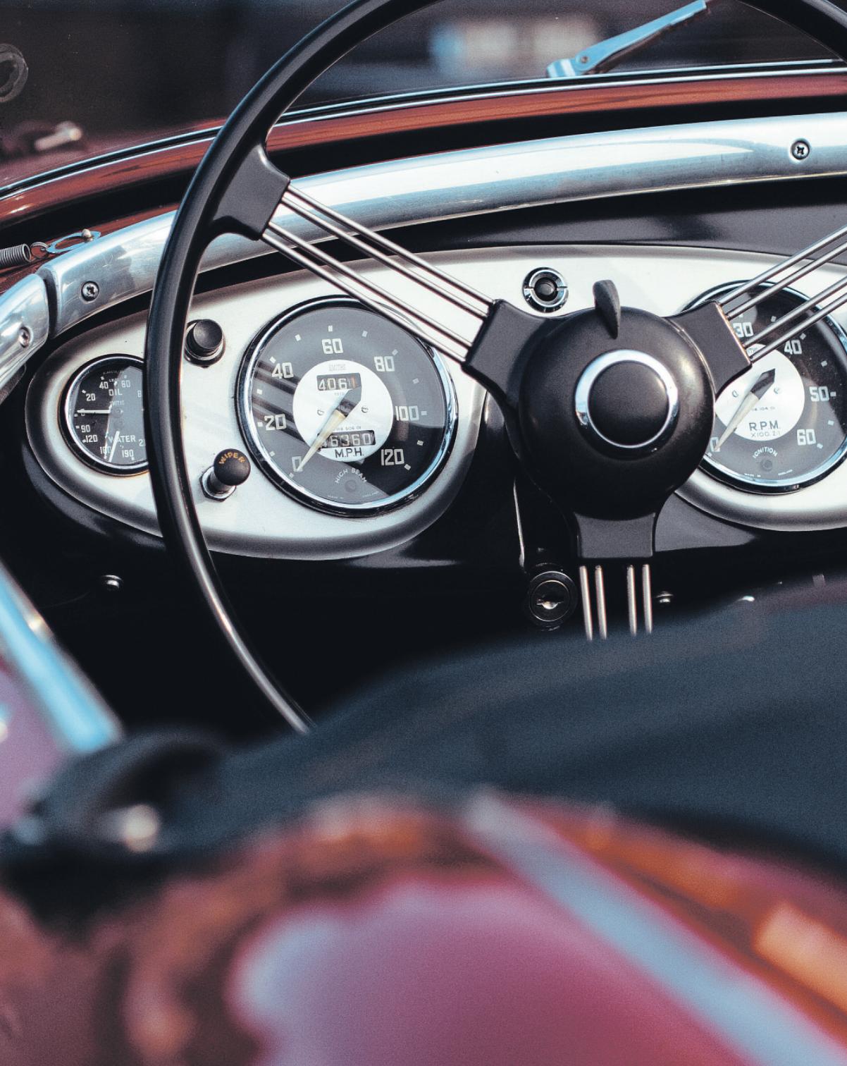 Die Automobil-Klassiker vergangener Jahrzehnte mit ihren liebevoll gestalteten Armaturen faszinieren immer wieder ihre Bewunderer Foto: Pixabay