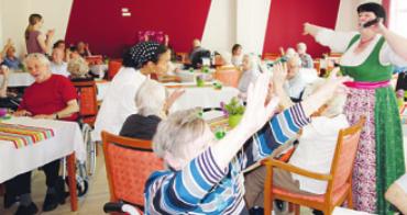 Die Sängerin und Entertainerin Heidi Hedtmann sorgt in der Senioren Residenz Rellingen am 14. Mai für StimmungFotos: Senioren Residenz Rellingen