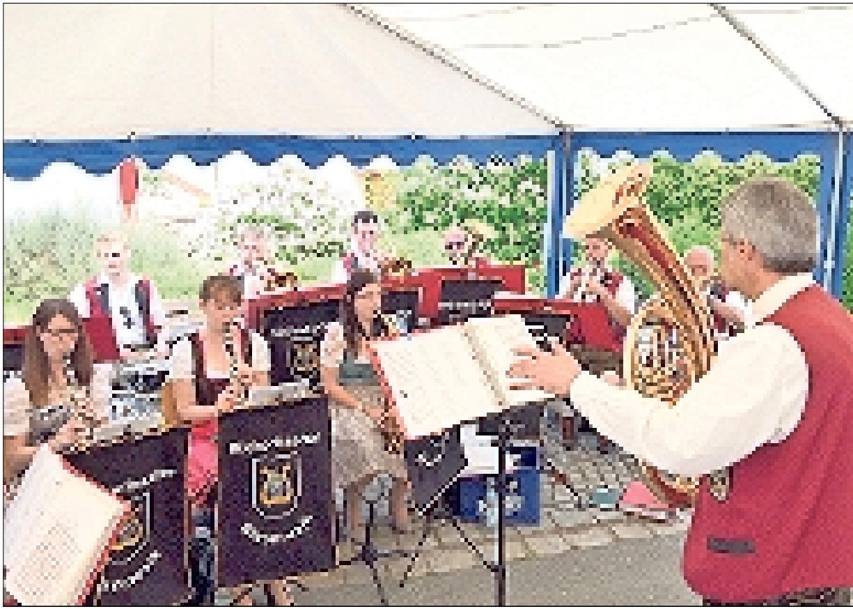 Die Büchenbacher Blasmusik ist für die musikalische Umrahmung der Andacht sowie für die Unterhaltungsmusik zum Fest zuständig.