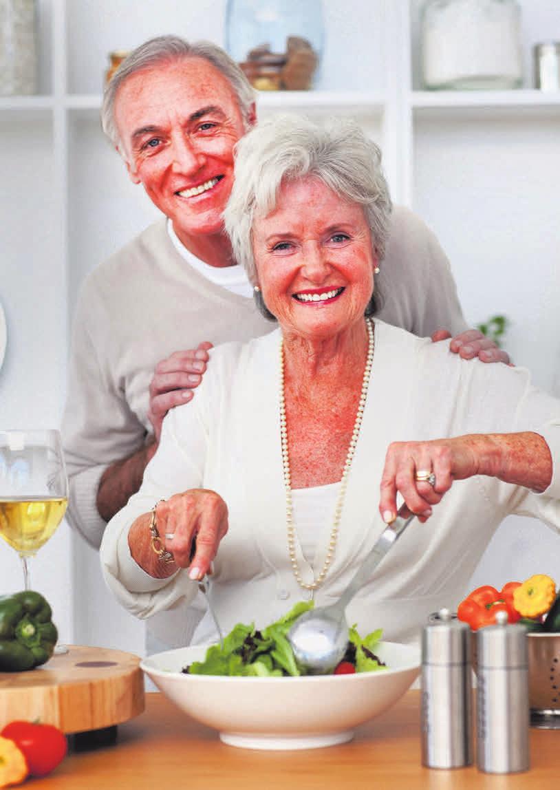 Im Alter lässt zwar der Energiebedarf nach, der Bedarf an lebenswichtigen Nährstoffen bleibt aber gleich. Foto: WavebreakMedia- Micro/fotolia/ Nestlé Ernährungsstudio